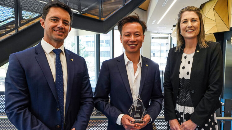 Curtin back pain expert wins award for contribution to physiotherapy